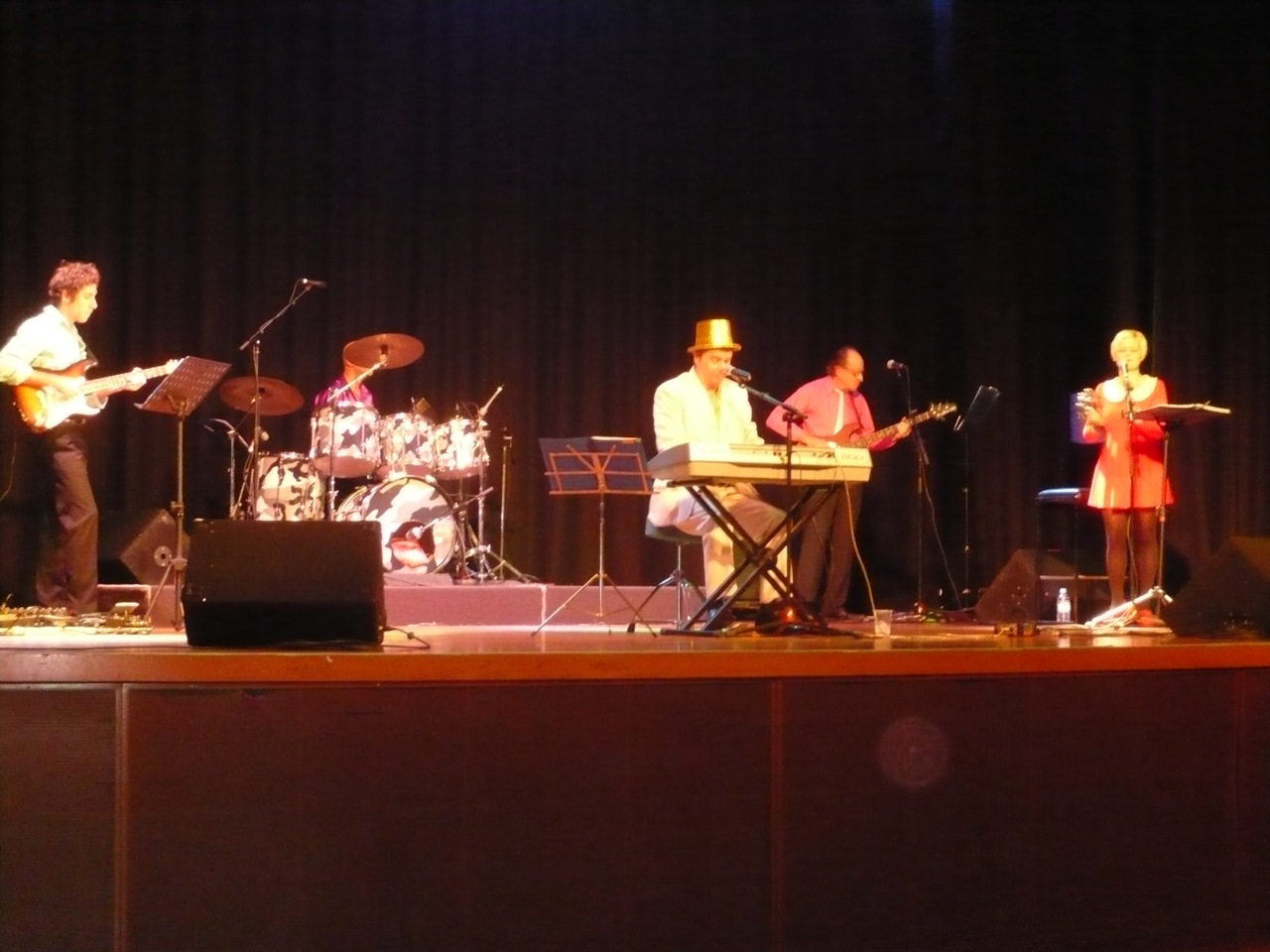 Photo - GEOFF YULE SMITH And Band performing.